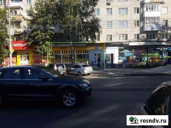 Толпа народа,остановки-магазин,аптека,банк52-137кв.м. Саратов