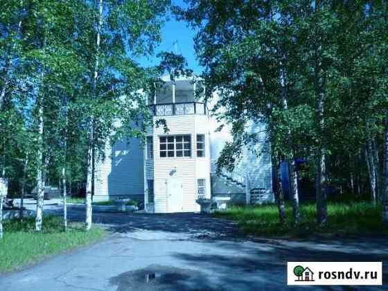 Здание трехэтажное и земельный участок под ним Нижневартовск