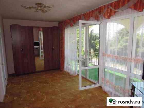 Комната 18 м² в 8-ком. кв., 2/2 эт. Сочи