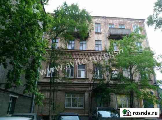 Комната 54 м² в 8-ком. кв., 2/4 эт. Москва